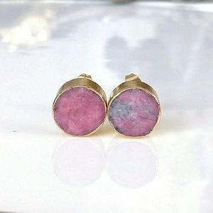 Gold-plated thulite stone stud earrings